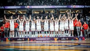 La selección española celebra la medalla de bronce en el Eurobasket...
