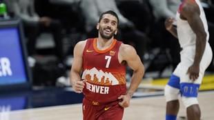 Facundo Campazzo, sonriente durante el partido ante los Pelicans