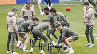 Los jugadores del Atlético durante un entrenamiento.