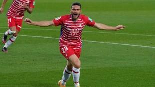 Jorge Molina celebra el segundo gol del Granada en el Camp Nou.