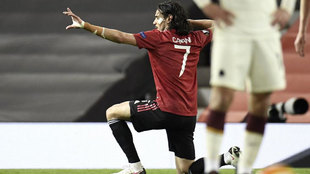 Cavani celebra uno de sus goles.