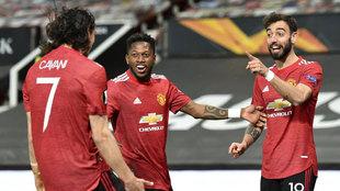 Bruno y Cavani celebran uno de sus goles.