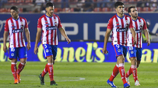 Jugadores del San Luis lamentan la derrota ante Pachuca.