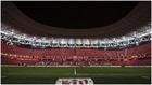 El estadio San Mamés, vacío, sin público en las gradas.
