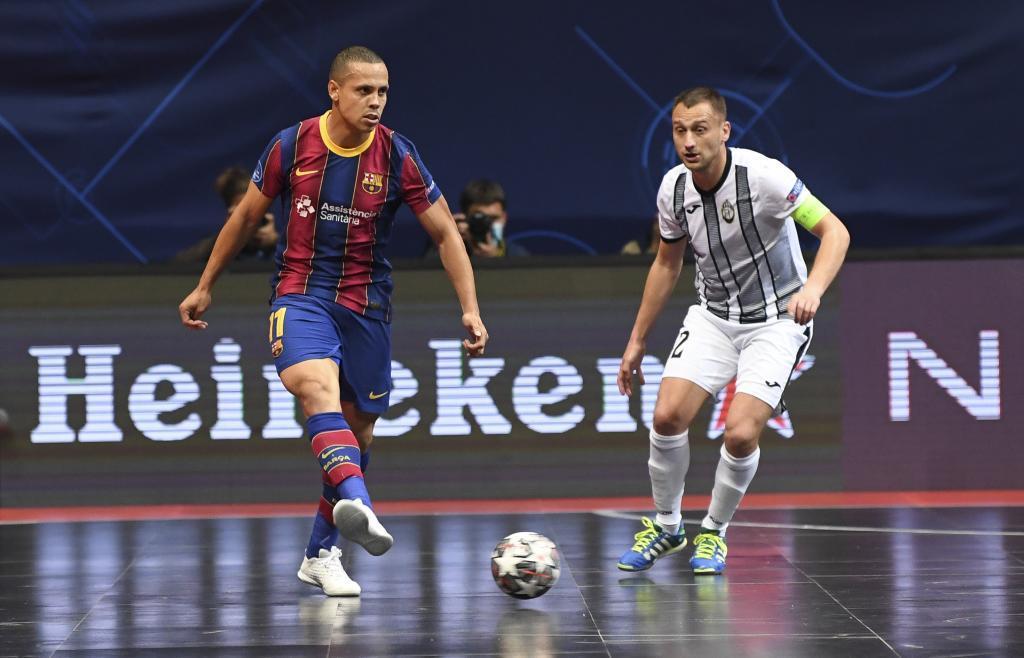 Ferrao, con el balón en el partido ante el Dobovec