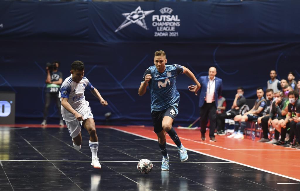 Pito conduce el balón en el partido contra el Ugra