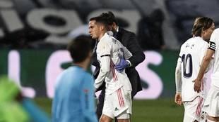 Lucas Vázquez, tras caer lesionado ante el Barça en el último...