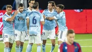 Los jugadores del Celta celebran un gol contra el Levante.