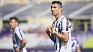 Cristiano Ronaldo, tras una decisión arbitral, en el partido de la...