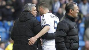 José Mourinho, junto a Benzema en la etapa del técnico portugués en...