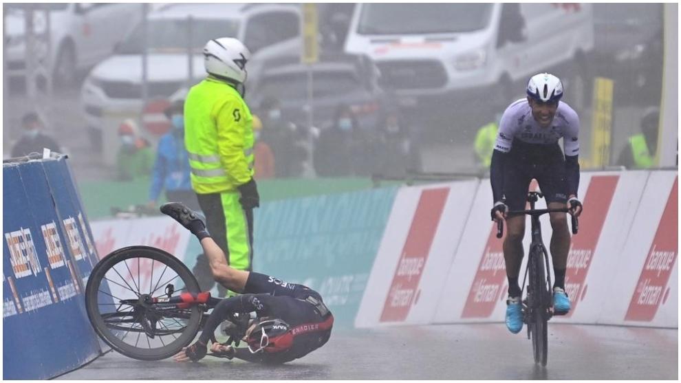 Woods gana la etapa y Thomas, detrás tras caerse en la meta.