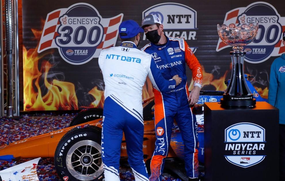 Alex Palou felicita a Scott Dixon tras la carrera de Indycar de Texas 2021