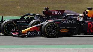 Hamilton, emparejado a Verstappen en la salida del GP de Portugal.