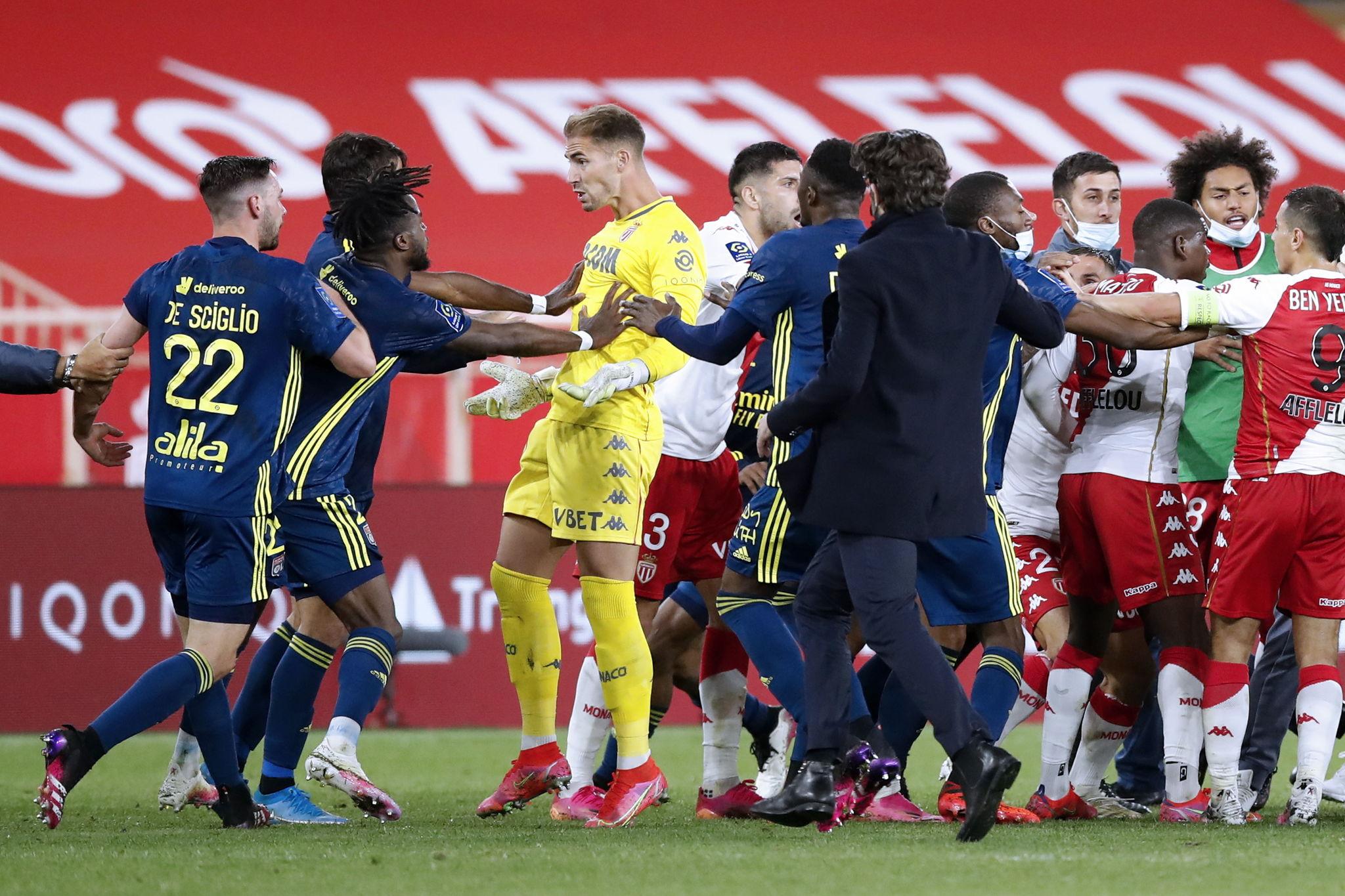 El Lyon se impone al Mónaco (2-3); el líder Lille y el PSG no fallan