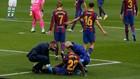 Ansu Fati es atendido por los médicos del Barça