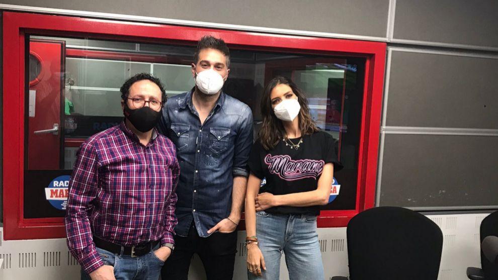 Vicente Ortega, Dani Martínez y Sara Carbonero, tras la entrevista.