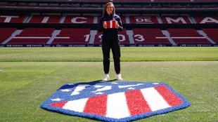Alejandra Bernabé posa en el estadio Wanda Metropolitano.