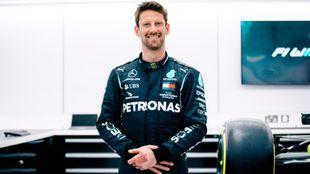Grosjean, aún con marcas en las manos, vestido de Mercedes.