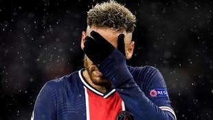 Neymar se lamenta en un momento del partido ante el City.