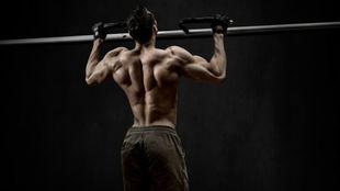 Las dominadas son un ejercicio de calistenia que puedes practicar y...