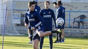 Adrián González y Eguaras, en un entrenamiento del Zaragoza.