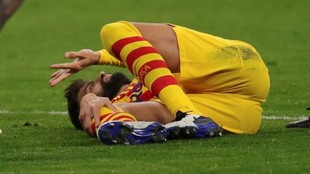 Pique down injured at the Wanda Metropolitano