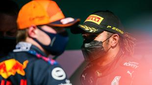 Hamilton, junto a Verstappen.
