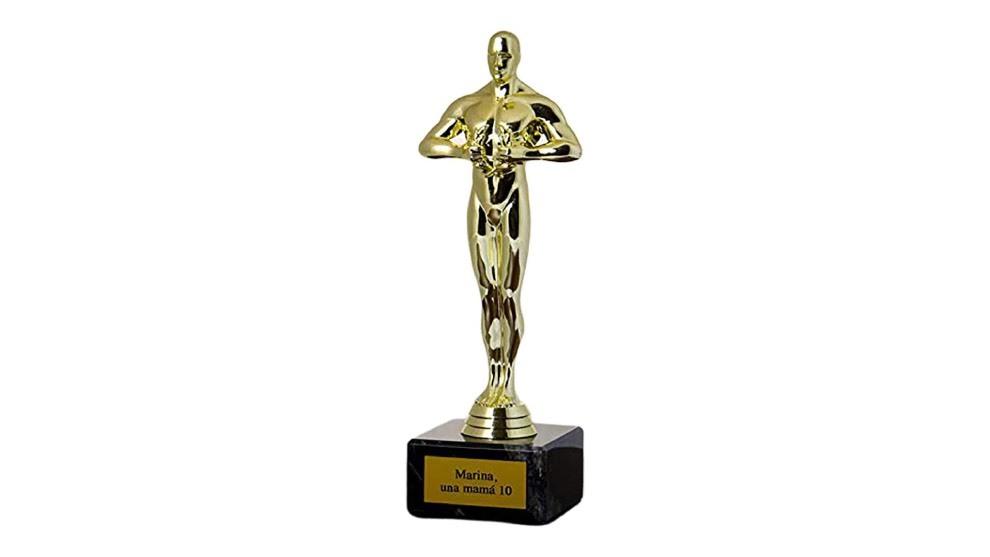 Cómo poner tu nombre a una estrella en el Paseo de la Fama o conseguir un Oscar en tu salón
