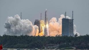 Long March 5B, un enorme cohete chino cuyo impacto está previsto para...