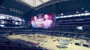 Los preparativos para el combate en el estadio de los Cowboys de...