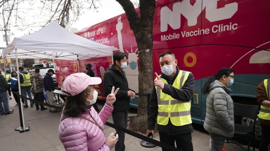 Puesto móvil de vacunación en Nueva York