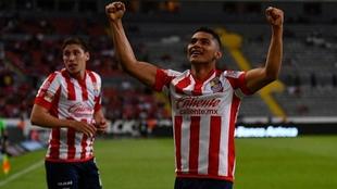 Sepúlveda en festejo de gol con Chivas |