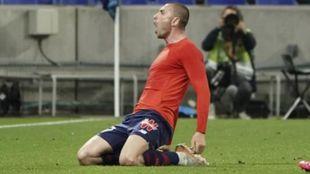 Yilmaz, celebrando un gol.