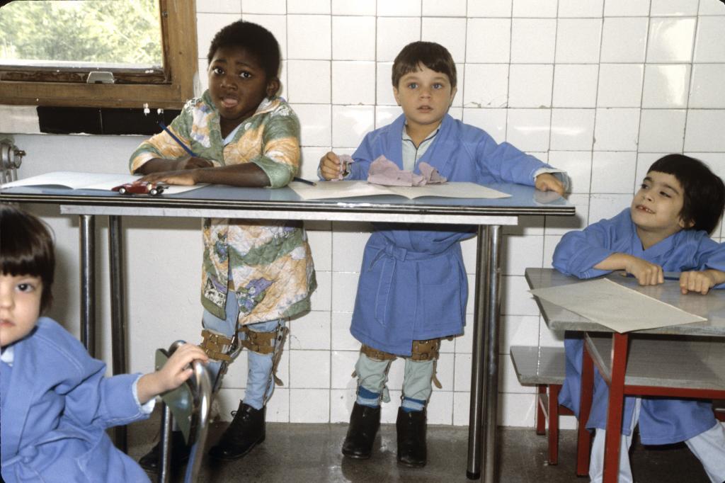 Niños con secuelas causadas por el síndrome tóxico