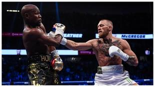 Combate entre Mayweather y McGregor en 2017.