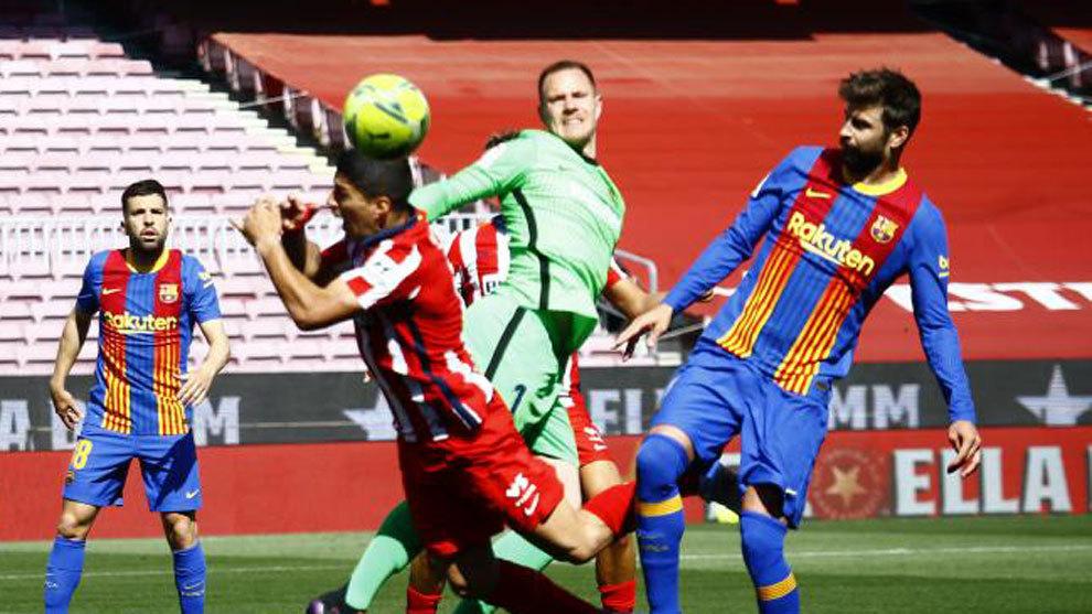 Gerard Piqué, durante el partido ante el Atlético.