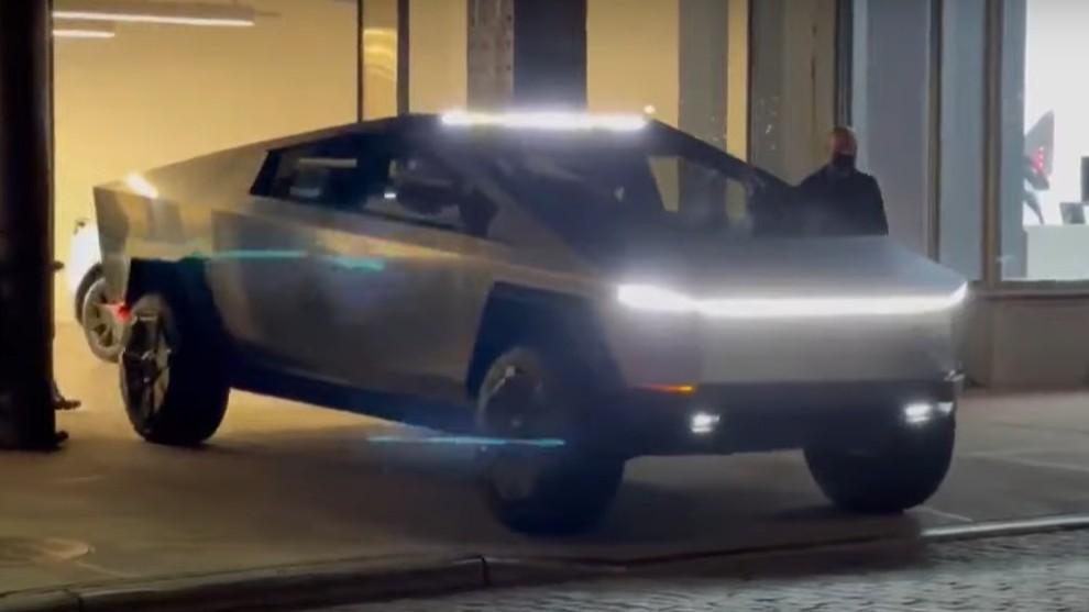 Tesla Cybertruck - Nueva York - Elon Musk - Saturday Night Live