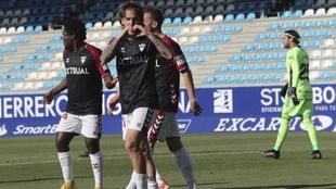Álvaro Jiménez celebra el gol que marcó a Caro desde el punto de...
