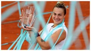 Sabalenka, con el trofeo de campeona