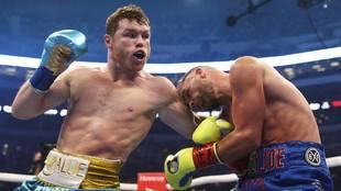 Canelo Álvarez derrota a Billy Joe Saunders