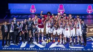 El Casademont Zaragoza celebra el tercer puesto logrado en la...