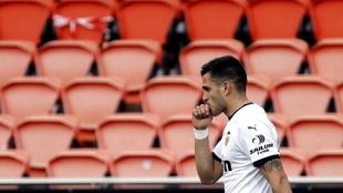 Maxi celebra uno de sus goles en Mestalla