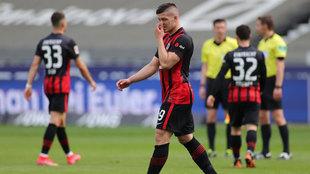 Jovic se lamenta tras el partido ante el Mainz.