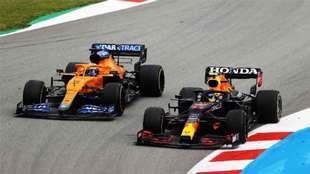 Checo tuvo una dura batalla con Daniel Ricciardo.
