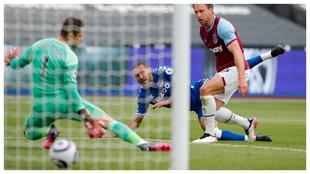 Calvert-Lewin anota el gol de la victoria del Everton contra el West...