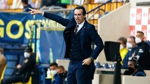 Unai Emery da instrucciones durante el partido contra el Celta.