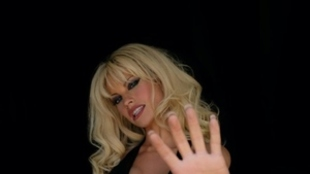 Lily James en su papel de Pamela Anderson con una sorprendente...