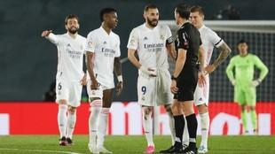 Bezeman, Vinicius y Kroos piden explicaciones Martínez Munuera.