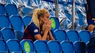 Kheira Hamraoui, en la grada, durante un partido de Champions League...