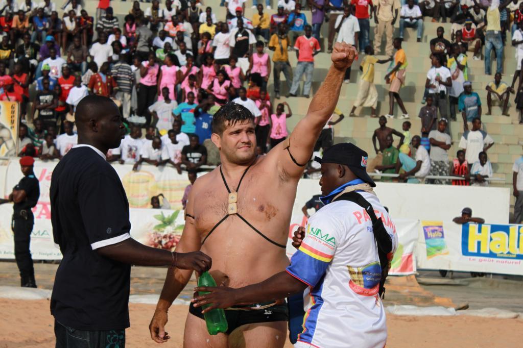 Espino en su época en la lucha senegalesa.